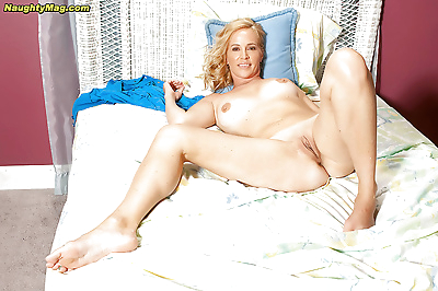 Amateur blonde Katrina..