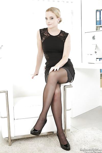 Sexy Cayla Lyons & Victoria..