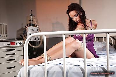 Mistress Mandy Bright shows..