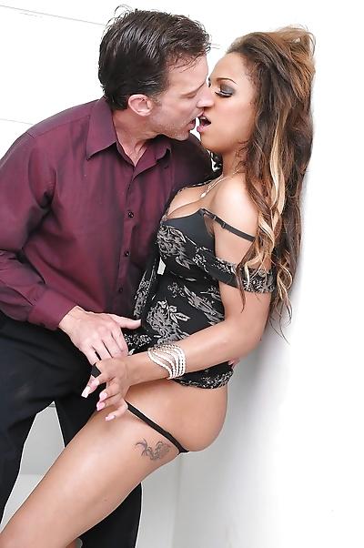 Busty black pornstar Kit..