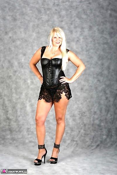 Hot mature blonde Sweet Susi..