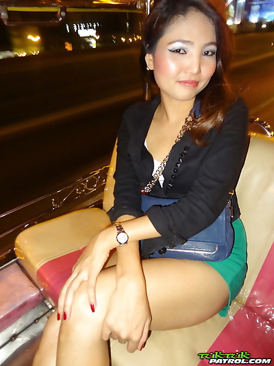 Cute Thai girl Jar plays..