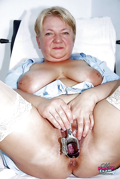 Fatty mature lady pumping..