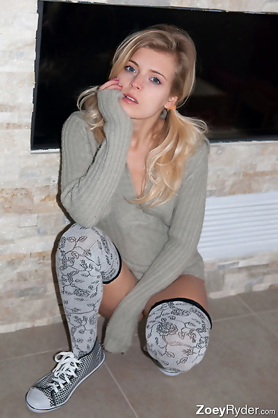 Amateur Zoey Ryder in thigh..